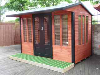 MANDOLIN SUMMERHOUSE