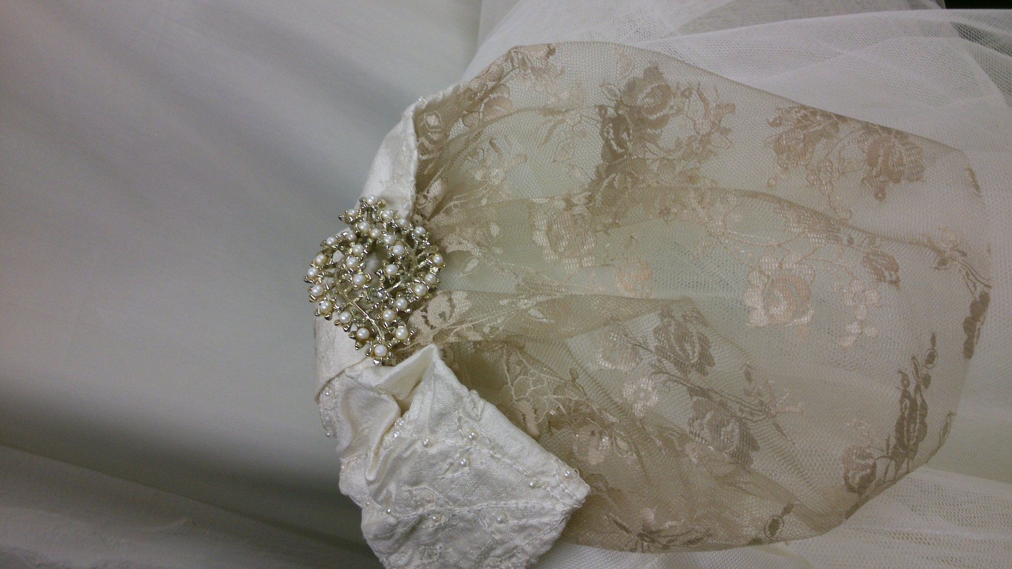 Silk and pearl bow with bead pearl jewellery and vintage lace veil