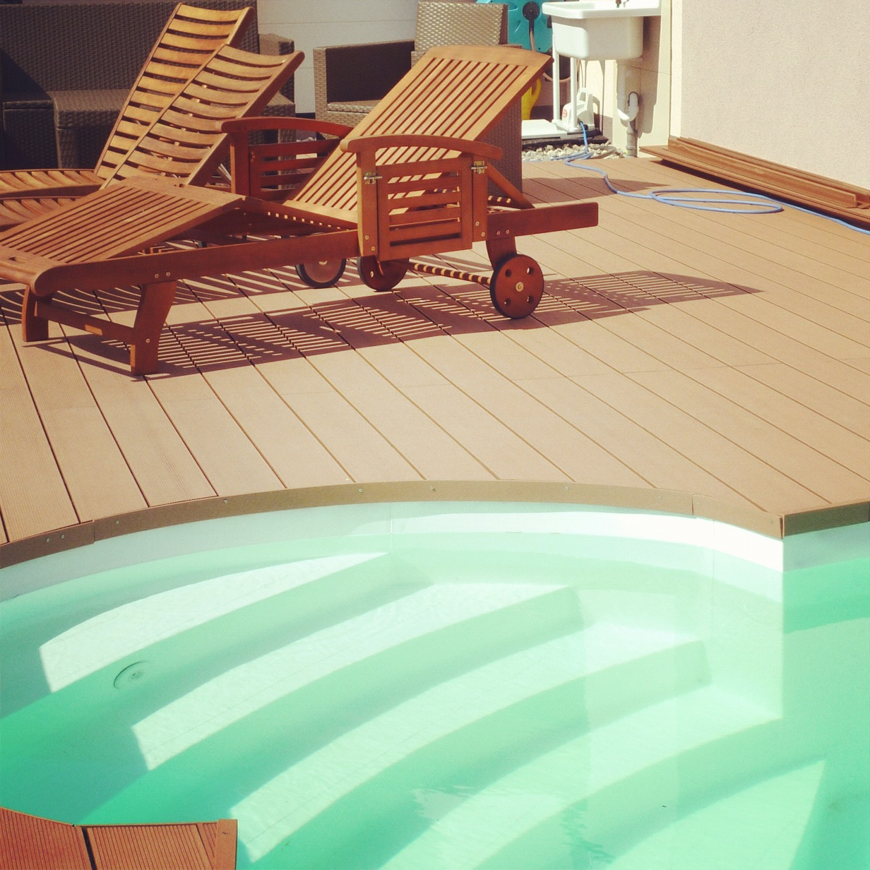 Composite deck cheap composite decking uk for Cheap decking material