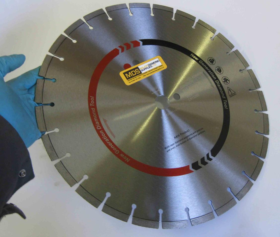 Diamond blade for floor saw, hydraulic saw, wall saw